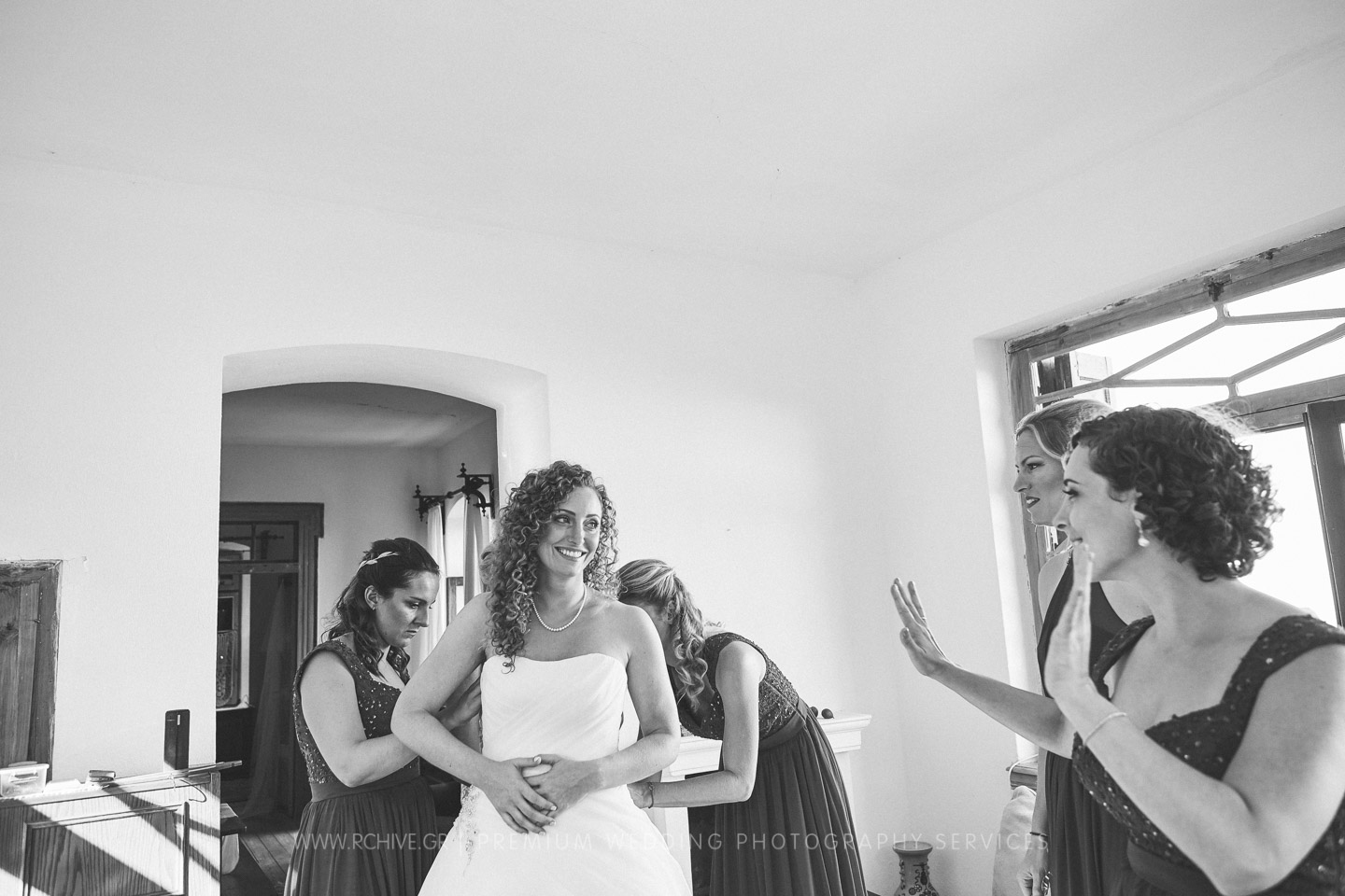 female wedding photographer greece