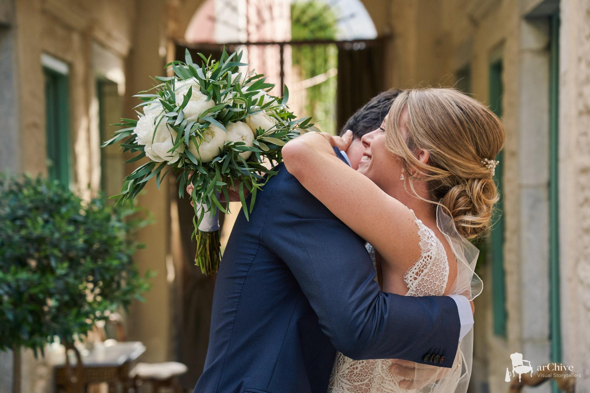 first look wedding symi